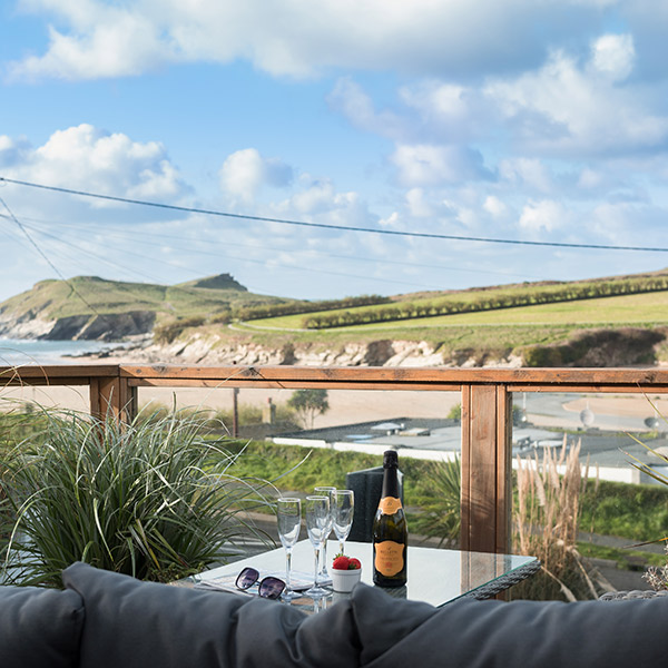 10 holiday cottages right by the beach