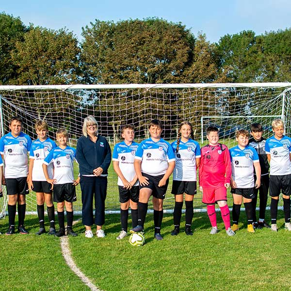 Aspects Holidays proudly sponsors St Ives FC under 13s
