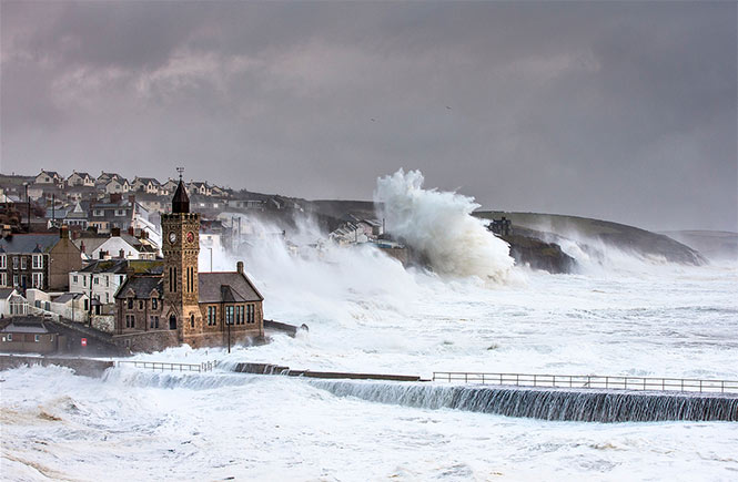 Porthleven - Winter storms of 2014 -  by www.carlaregler.com