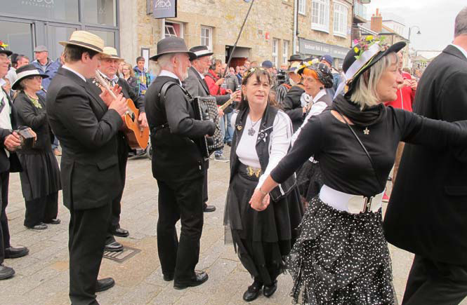 May-Day-in-St-Ives