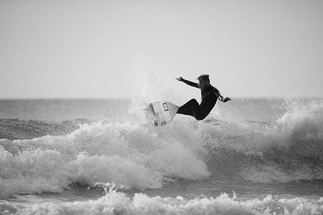 Porthtowan-blog-surfer---air