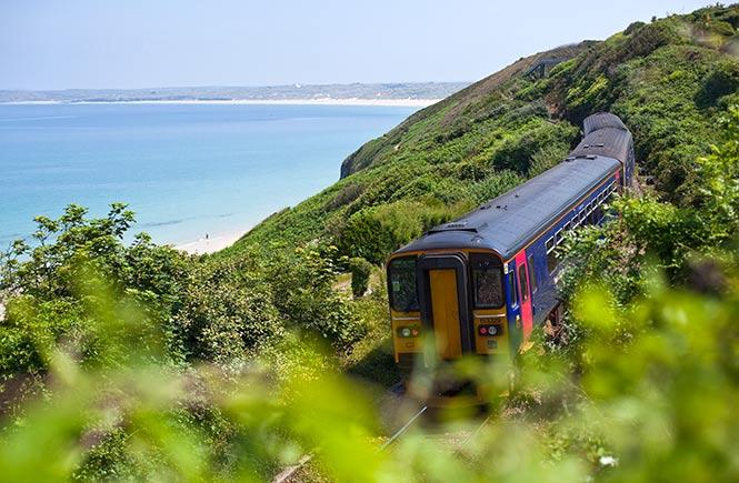 Scenic-train-journey,-St-Ives