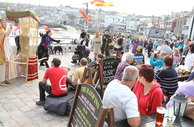 Street theatre on St Ives harbour